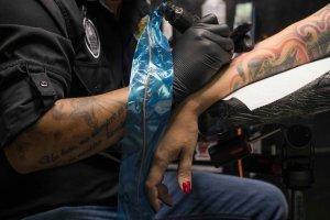 Por qué la tinta de tatuajes puede servir para detectar el cáncer