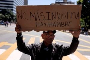 Chatarra por comida: El negocio que ayuda a vivir a los venezolanos en medio de la crisis (Video)