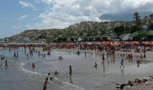Denuncian que es imposible controlar el acceso a las playas de La Guaira este #24Oct