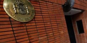 Denuncian allanamiento a apartamentos de policías de la Embajada de España en búsqueda de Leopoldo López