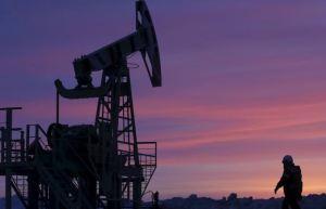 El petróleo sube ligeramente mientras oleoductos de Colonial Pipeline retoman operativa