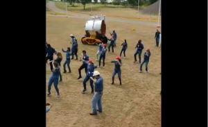 """Con Sidor por el suelo, trabajadores realizaron el bochornoso baile de """"Jerusalema"""" (Video)"""