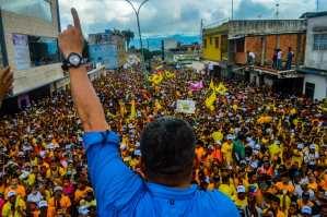 """El relojito """"baratico"""" que lució el diputado """"Clap"""" Luis Parra en Yaracuy (FOTOS)"""
