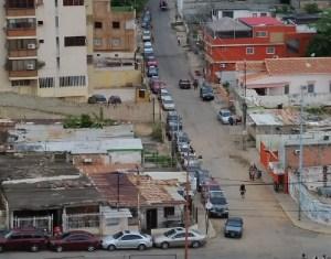 Usuarios en Maracaibo llevan más de tres días esperando por la gasolina #28Nov (FOTO)
