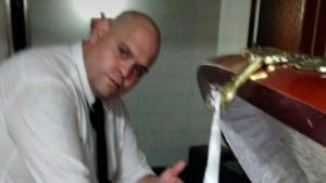 Arrestan a empleado de funeraria que fotografió y viralizó el cadáver de Maradona (CAPTURA)