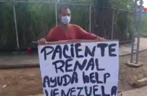 Doloroso: Paciente renal pide ayuda en las calles de Carabobo para poder comer (Video)