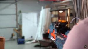 Un youtuber modifica un rifle de juguete con motor de gasolina…y este es el resultado (VIDEO)