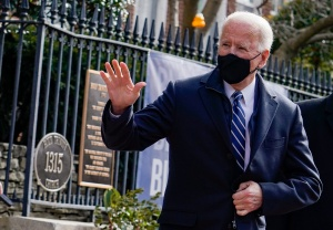 Reuters: Biden impondrá prohibición a viajeros de Sudáfrica por nueva variante de Covid-19