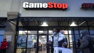 """GameStop sube cerca de un 50% por nueva ola de compras impulsada por """"memes"""""""