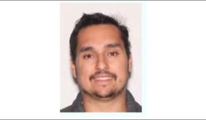 Arrestaron a un latino por publicar imágenes en redes de su participación en el ataque al Capitolio