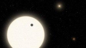 Nasa reveló la existencia de un nuevo planeta que orbita la estrella de un sistema triple