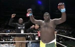 Gigante brasileño de la MMA derribó a su rival con feroz golpe pero celebró antes de tiempo (VIDEOS)