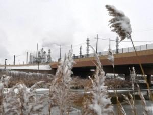 Refinerías de EEUU reinician operaciones luego de ola de frío polar
