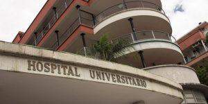 Trabajadores del Clínico Universitario de Caracas denuncian que se agotaron las dosis para vacunar a todo el personal del hospital