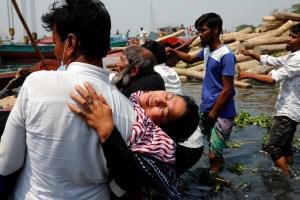 Al menos cinco muertos en una estampida a bordo de dos ferris en Bangladesh