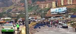 Saquearon un camión de cerveza accidentado en Tazón este #13Abr (Fotos y videos)