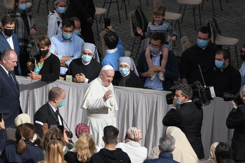 """El papa Francisco """"feliz"""" de volver a estar entre los fieles (Fotos)"""