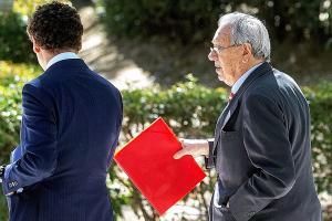 El Mundo: Raúl Morodo camuflaba con facturas falsas las comisiones, según informe del Fisco español