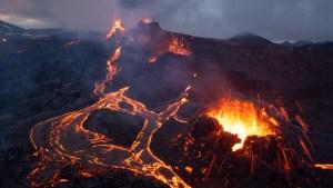 A la venta un volcán en erupción en Islandia