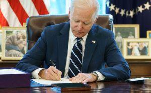 Entérate por qué Biden está enviando cartas con el cheque de estímulo