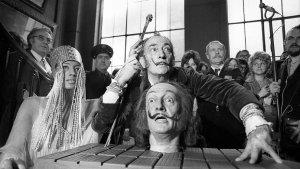 Narcisismo, perversión y traumas sexuales: Por qué Dalí se escondió 80 años tras el personaje del genio loco