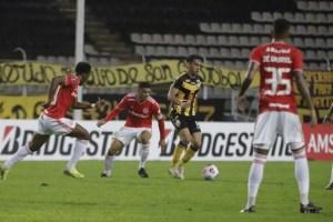 Táchira remontó y venció al Inter de Porto Alegre en la Copa Libertadores