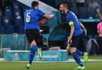 Italia aplastó a Suiza con doblete de Locatelli para meterse en octavos de la Eurocopa