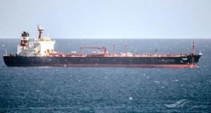 España detiene al buque petrolero Aldan por derrame de petróleo