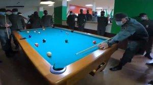 VIDEO: Padrino López inauguró una sala de juegos para el esparcimiento de unos militares… ¿aburridos?