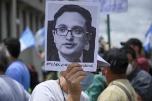 Fiscal anticorrupción destituido en Guatemala deja el país para ir al exilio