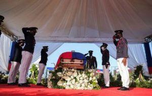 Haití: Disparos, gases lacrimógenos y disturbios durante el funeral de Moïse