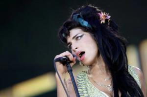 Botellas de vodka y una muerte temprana en soledad: Los últimos días de Amy Winehouse