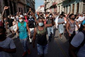 Casi 60 cubanos han sido procesados por participar en protestas contra la dictadura