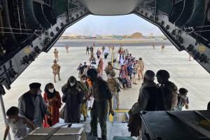 EEUU evalúa qué hacer con afganos que se colaron en sus vuelos de evacuación