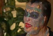 Se tatuó el cuerpo y extirpó sus orejas y nariz para parecerse a un reptil (FOTO)