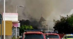 Colapsó el campanario de una iglesia por colada de lava del volcán de La Palma (VIDEO)