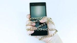 """¿Cómo sé si padezco """"nomofobia"""", el miedo irracional a no tener el celular… ni WhatsApp?"""