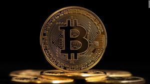 El valor del bitcóin bate su récord histórico tras superar los 66 mil dólares