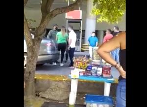Video: Con golpes a la cara un GNB resuelve los malentendidos en E/S de La Urbina